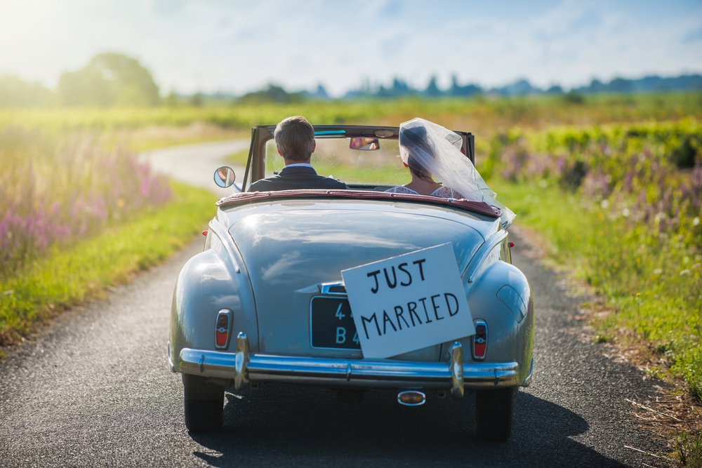 How to balance priorities on your wedding day