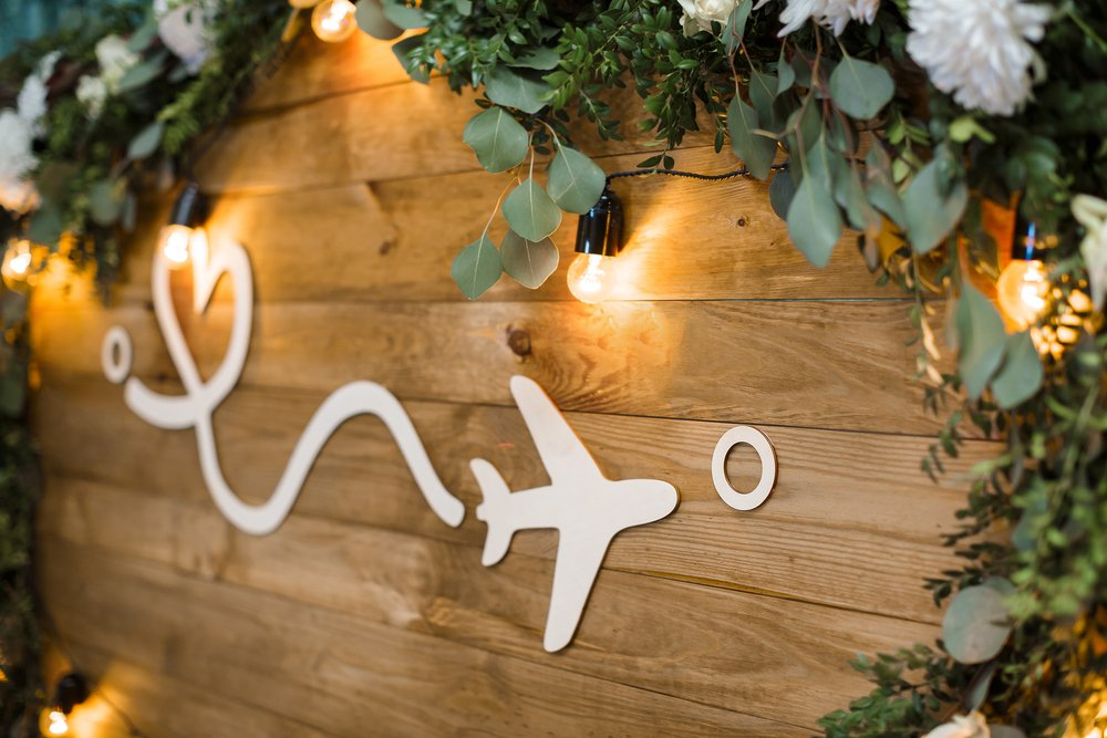 Take Your Guests on a Trip Around the World with a Travel-Themed Wedding