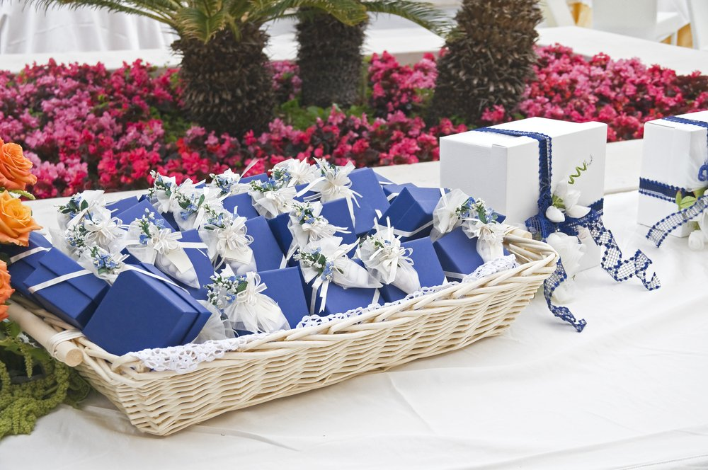 Why Do we give wedding favors a look at tradition
